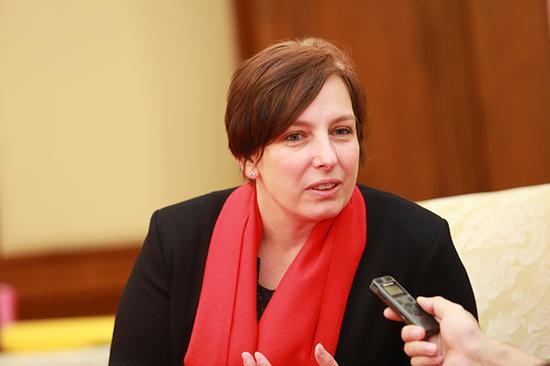 匈牙利驻华大使馆文化参赞宋妮雅博士接受艺术中国专访